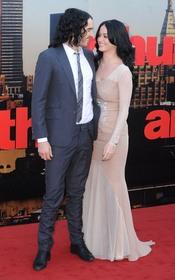 La complicidad de Katy Perry y Russell Brand en el estreno de 'Arthur'