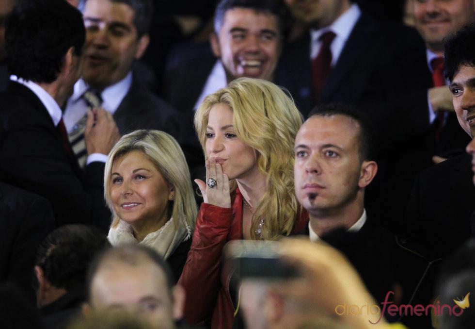 Shakira vive el Madrid-Barça desde Mestalla
