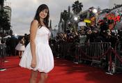 Rebecca Black durante la premier de 'Prom' en Los Ángeles