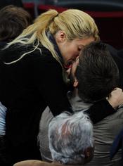 Beso apasionado de Shakira y Piqué en el Camp Nou