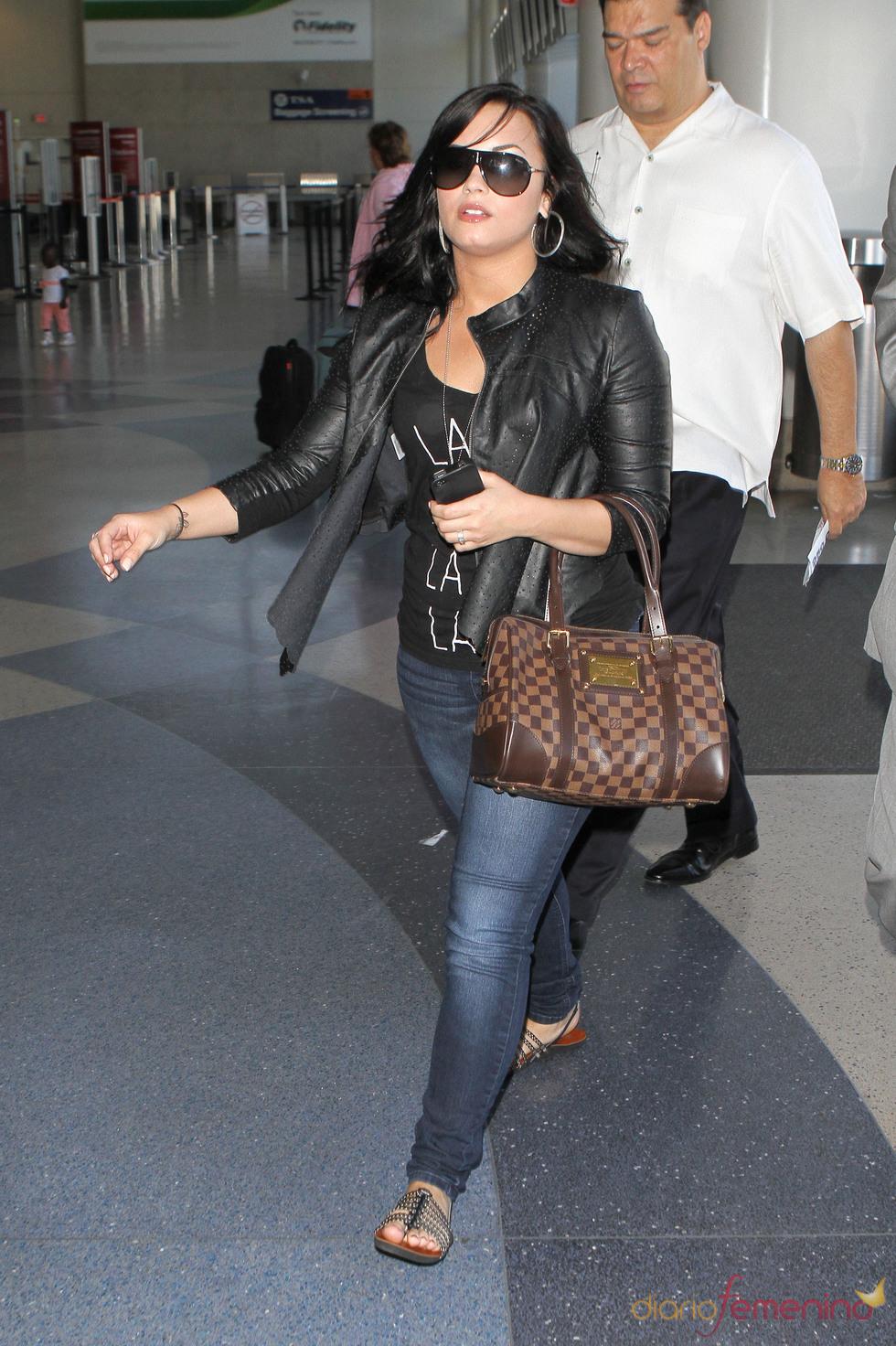Demi Lovato, con unos kilitos de más en el aeropuerto