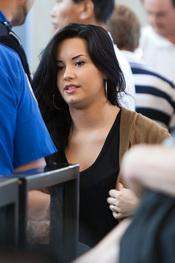 Demi Lovato tras su rehabilitacion con más kilos