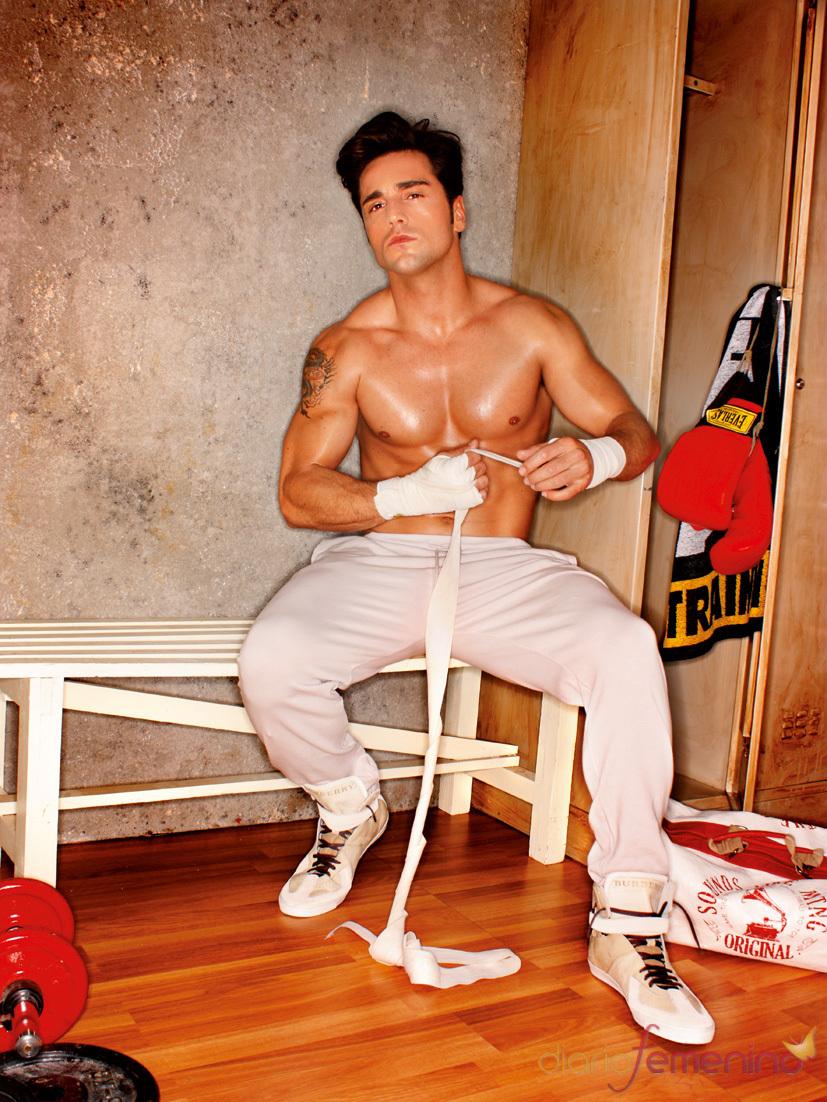 David Bustamante luce abdominales en la revista 'Bionic'