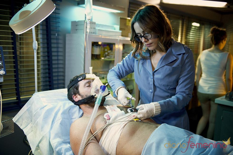 Irene Montalá y Juan Pablo Shuk en una escena de 'El Barco'