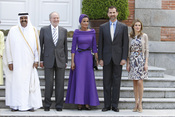El emir de Qatar Hamad Bin Jalifa Al-Thani y la jequesa Mozah Bint Nasser con la Familia Real Española