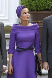 Mozah Bint Nasser, de morado en el almuerzo con la Familia Real Española