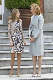 La princesa Letizia y la infanta Cristina charlan en la visita del emir de Qatar