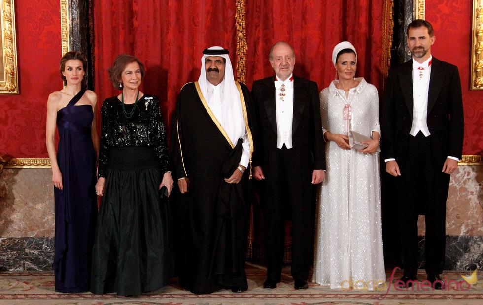 Cena de gala en honor al emir de Catar y su esposa Mozah en el Palacio Real