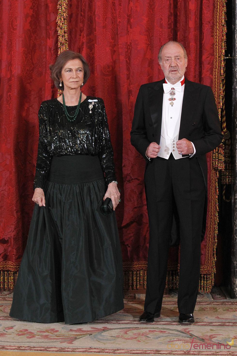 Los Reyes Juan Carlos y Sofía en la cena de gala en honor al emir de Qatar