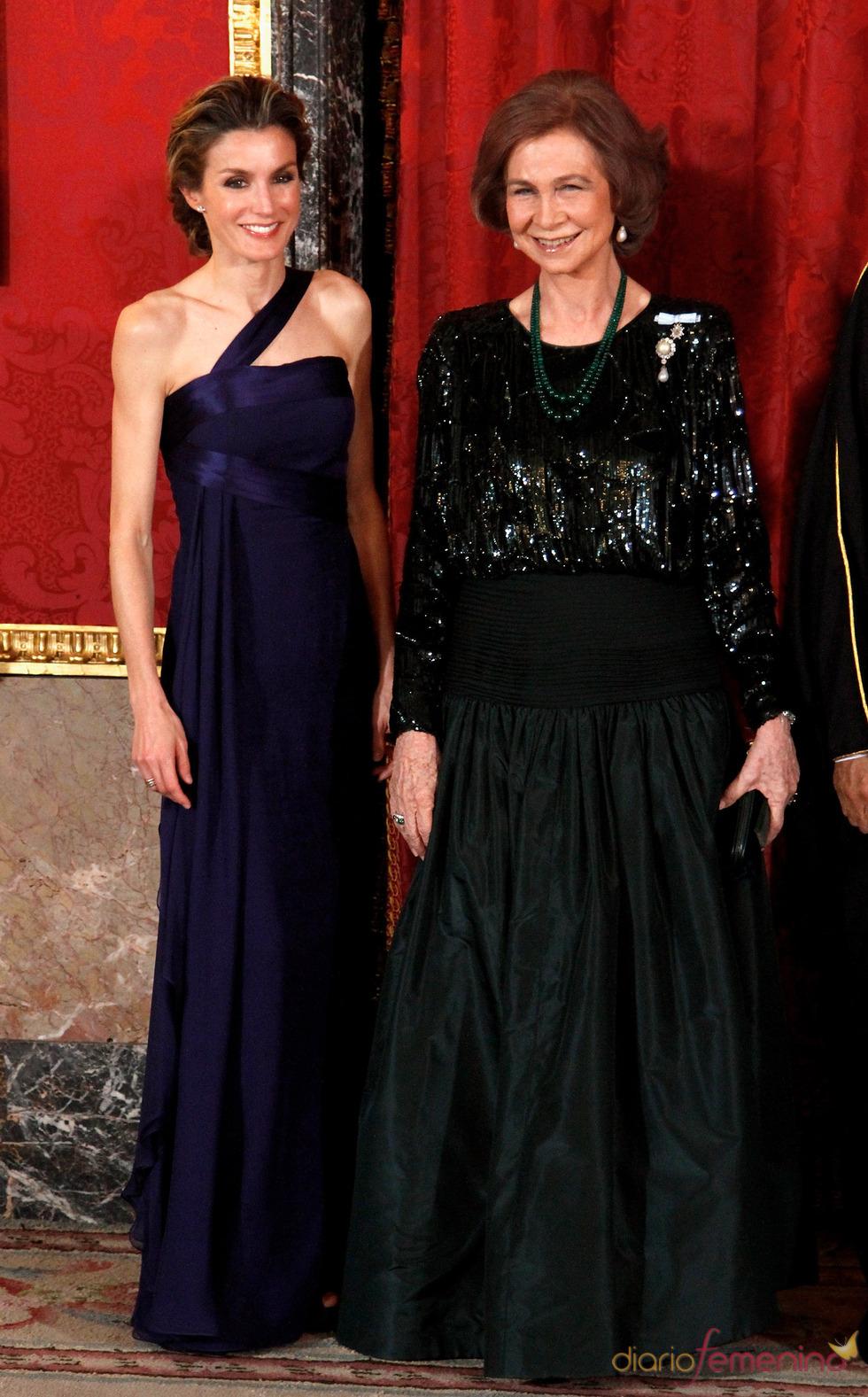 La Reina Sofía y la Princesa Letizia en la cena de gala en honor al emir de Qatar