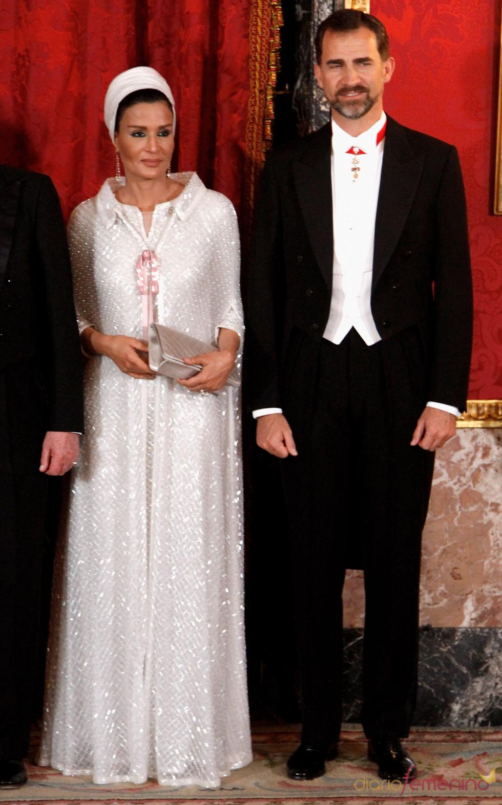 El Príncipe Felipe y Mozah Bint Nasser en la cena de gala en honor al emir de Qatar