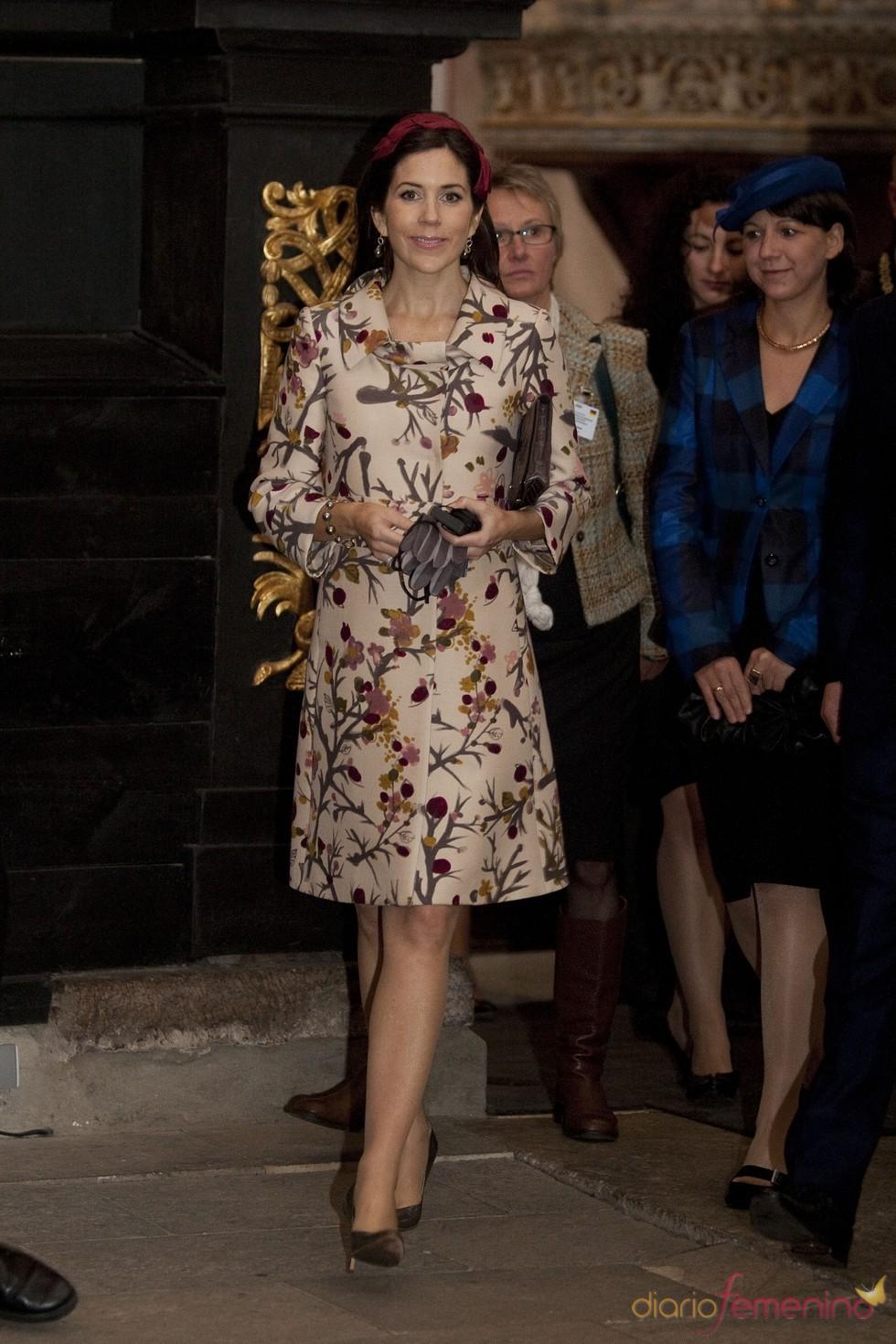 Mary Donaldson con un bonito abrigo floreado