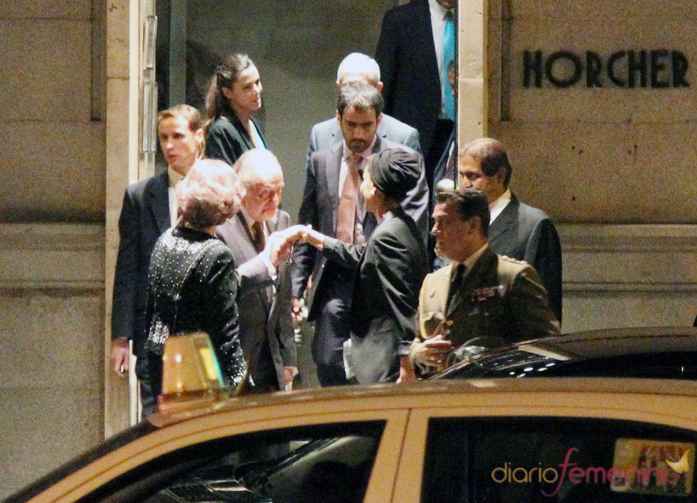 Los Reyes se despiden del emir de Qatar y su mujer tras una cena informal