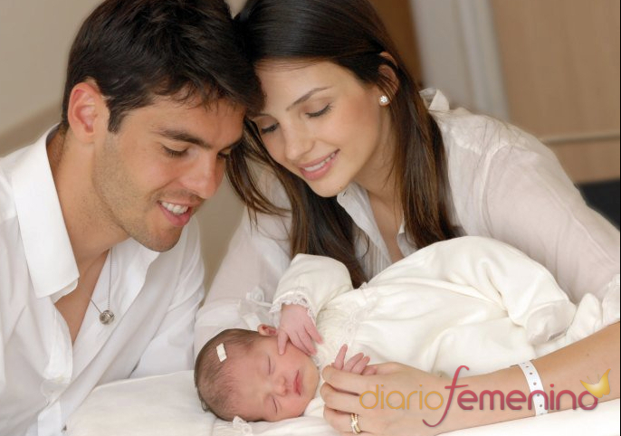 Kaká y Carol Celico presentan a su hija Isabella