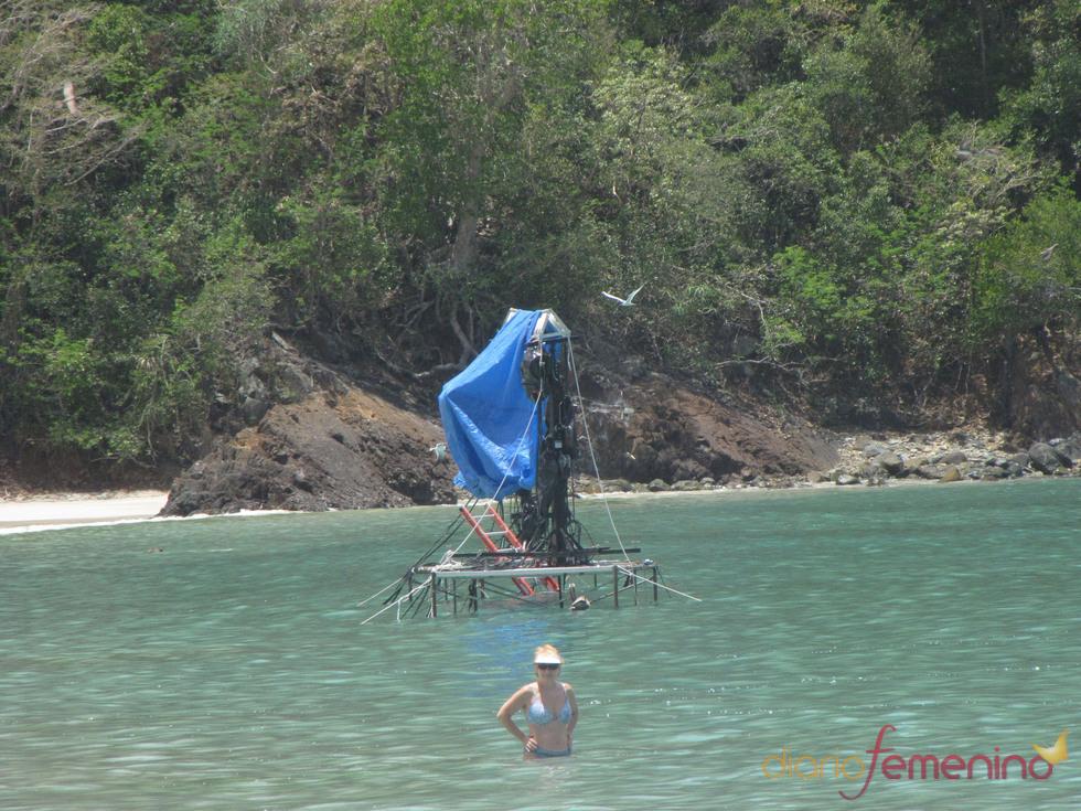 Equipo técnico ultimando el rodaje de 'Amanecer' en playas del Caribe