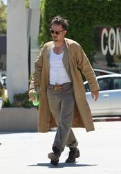 David Arquette, como un vagabundo paseando por California