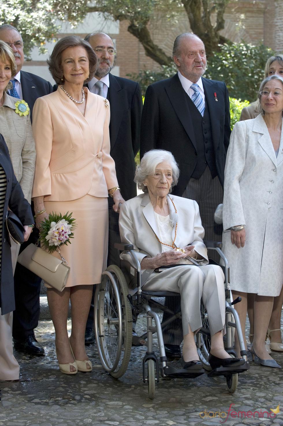 Los Reyes entregan el premio Cervantes a Ana María Matute