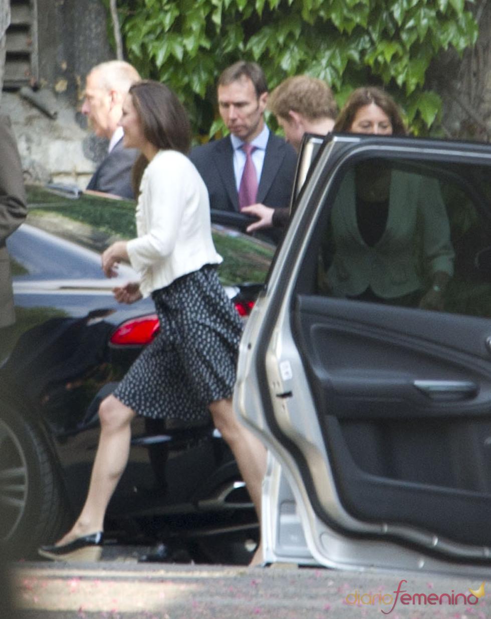 Kate Middleton yendo a la Abadía de Westminster para un último ensayo