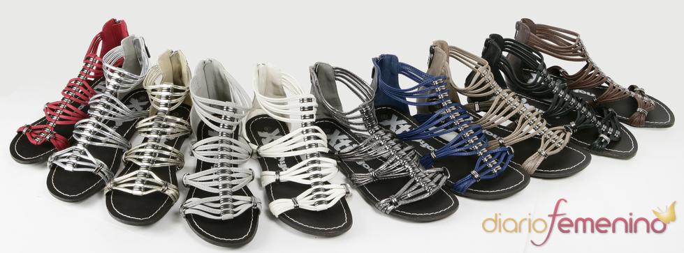 Colección Xti de sandalias planas con tiras para la primavera 2011