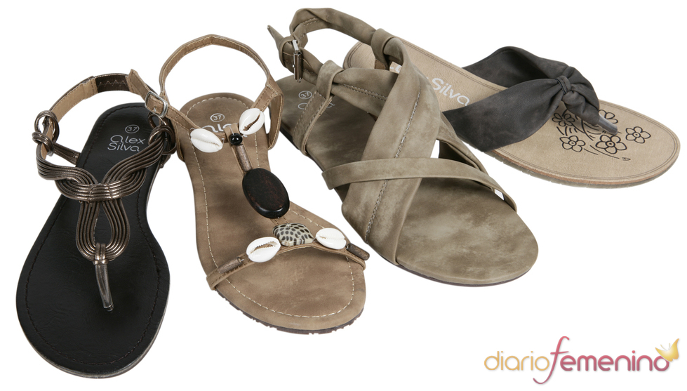 Colección Alex Silva de sandalias planas para la primavera/verano 2011