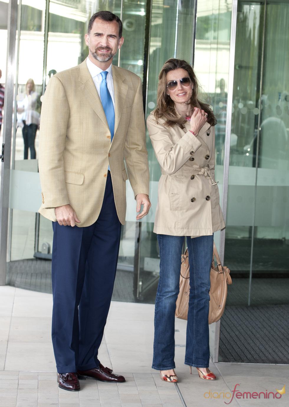 Los Príncipes Felipe y Letizia llegan a Londres para asistir a la boda real
