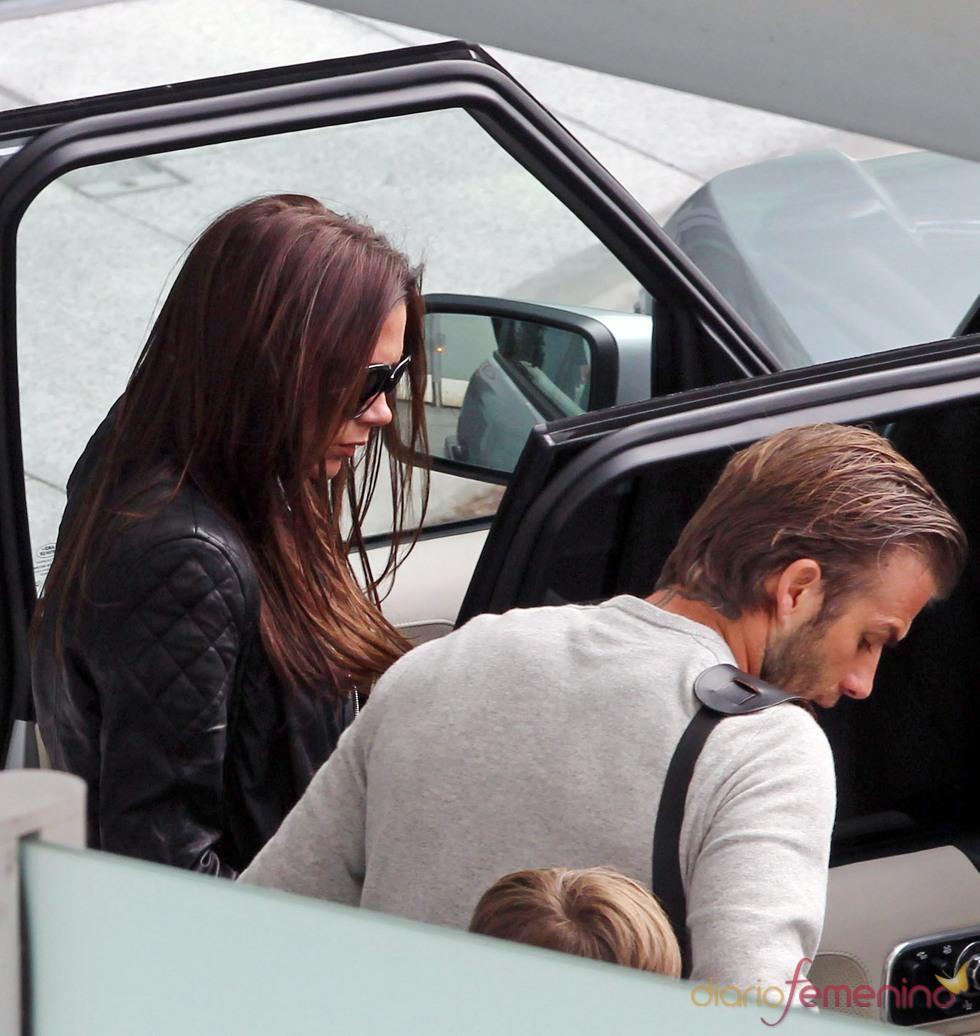David y Victoria Beckham llegan a Londres para la Boda Real