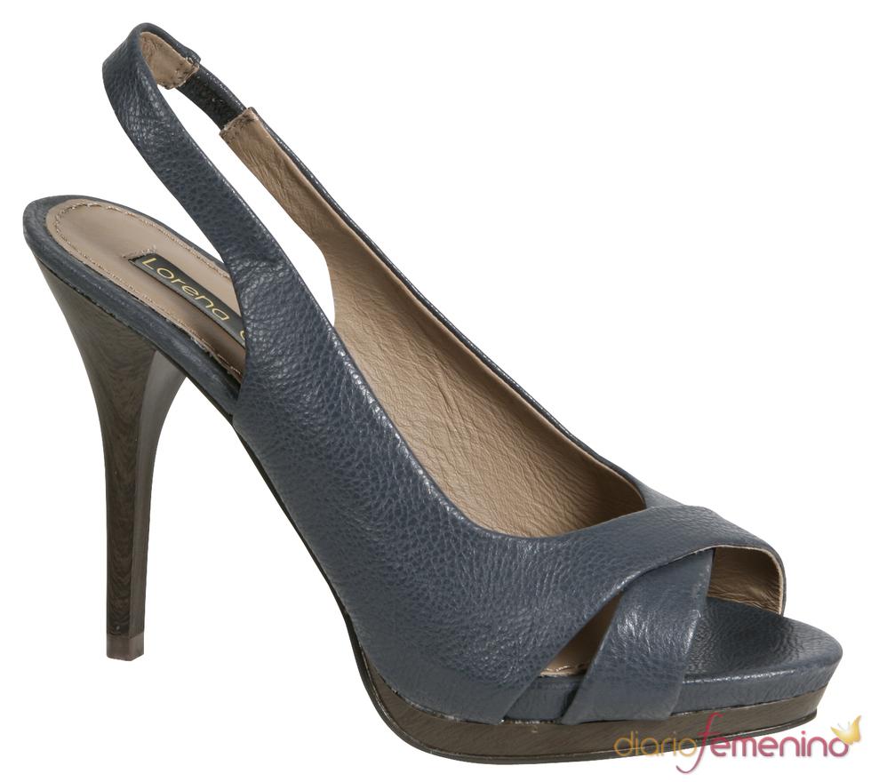 Sandalia azul de tacón de la colección de primavera/verano 2011 de Lorena Carreras