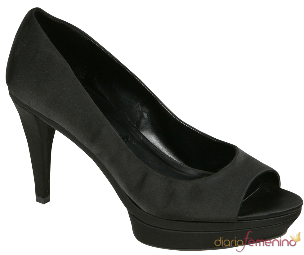 Zapato negro 'peep toe' de Lorena Carreras para la primavera/verano 2011