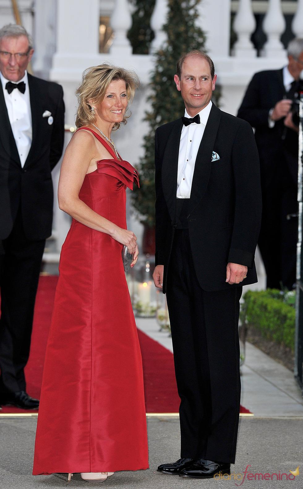 El Príncipe Eduardo y su esposa Sofía de Wessex en la cena pre-boda real