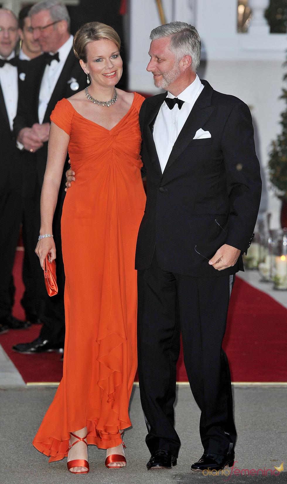 Los Príncipes Felipe y Matilde de Bélgica en la cena pre-boda real de Inglaterra