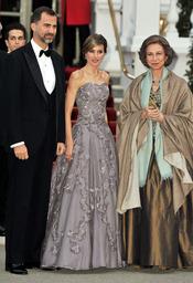 La Reina Sofía y los Príncipes Felipe y Letizia en la cena pre-boda real de Inglaterra