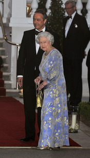 La Reina Isabel II de Inglaterra en la cena pre-boda real de Inglaterra