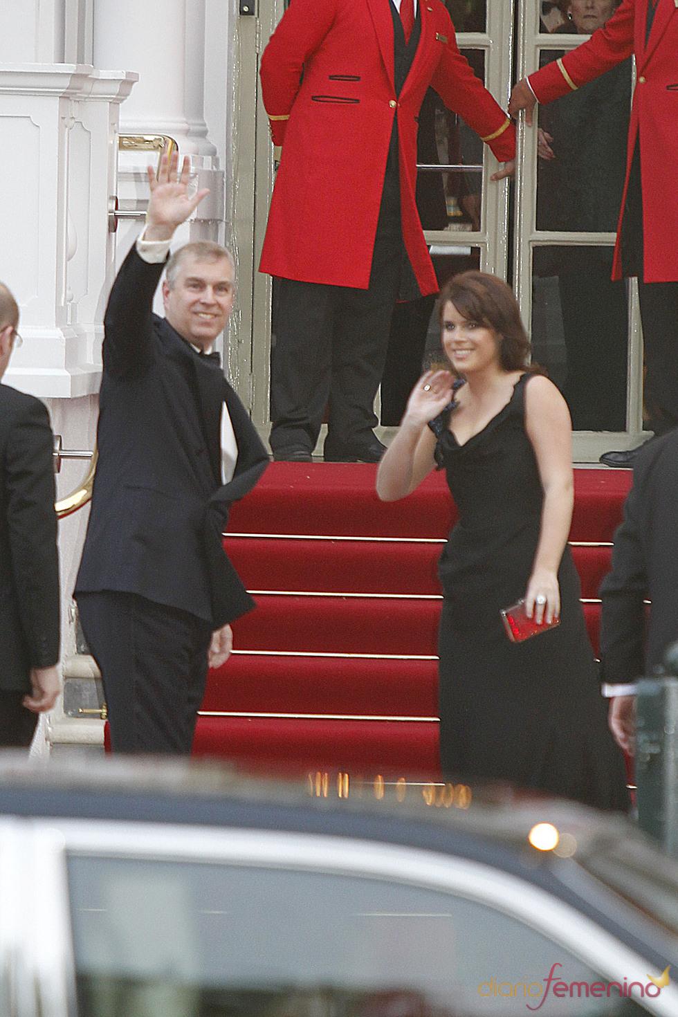 Los Príncipes Andrés y Eugenia de Yor en la cena pre-boda real de Inglaterra