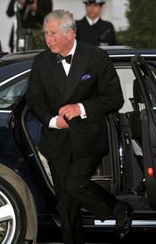Carlos de Inglaterra llega a la cena pre-boda real de Inglaterra