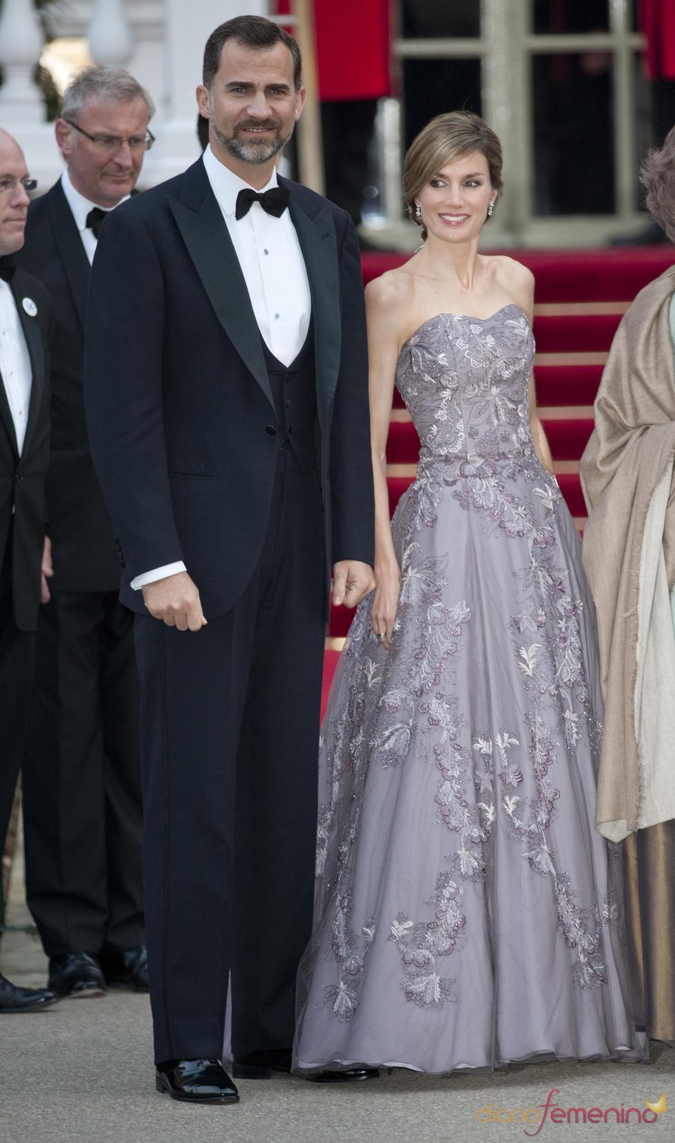Los Príncipes Felipe y Letizia en la cena pre-boda real de Inglaterra