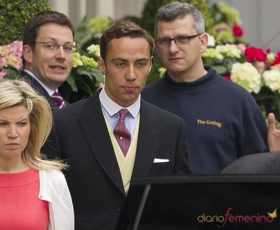 James Middleton abandona el Hotel Goring para asistir a la Boda Real de Inglaterra