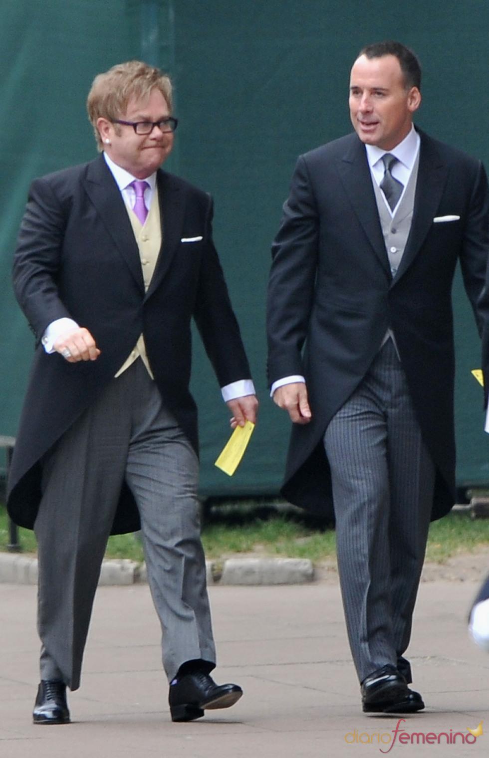 Elton John y su marido David Furnish a su llegada a la Abadía de Westminster