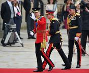 El Príncipe Guillermo llega junto a su hermano Enrique a la Abadía de Westminster