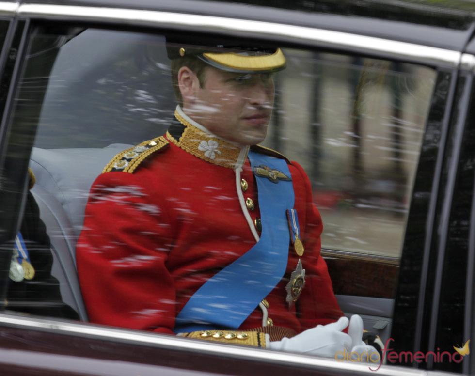 El Príncipe Guillermo, muy nervioso a su llegada a la Abadía de Westminster
