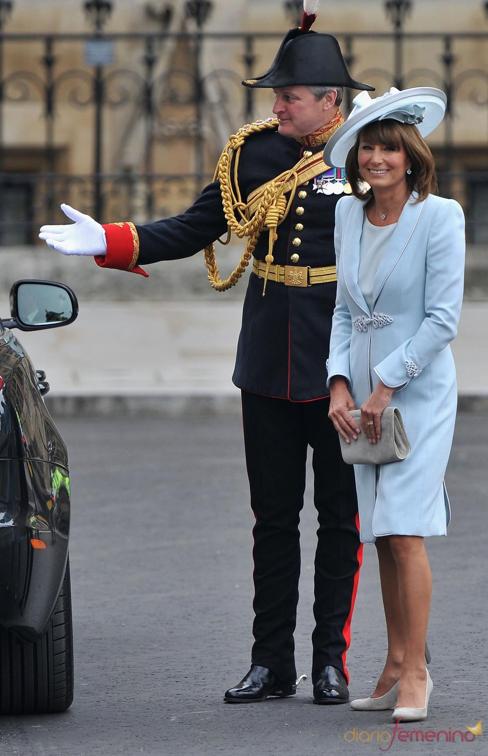 Carole Middleton, la madre de la novia, llega a la Abadía de Westminster