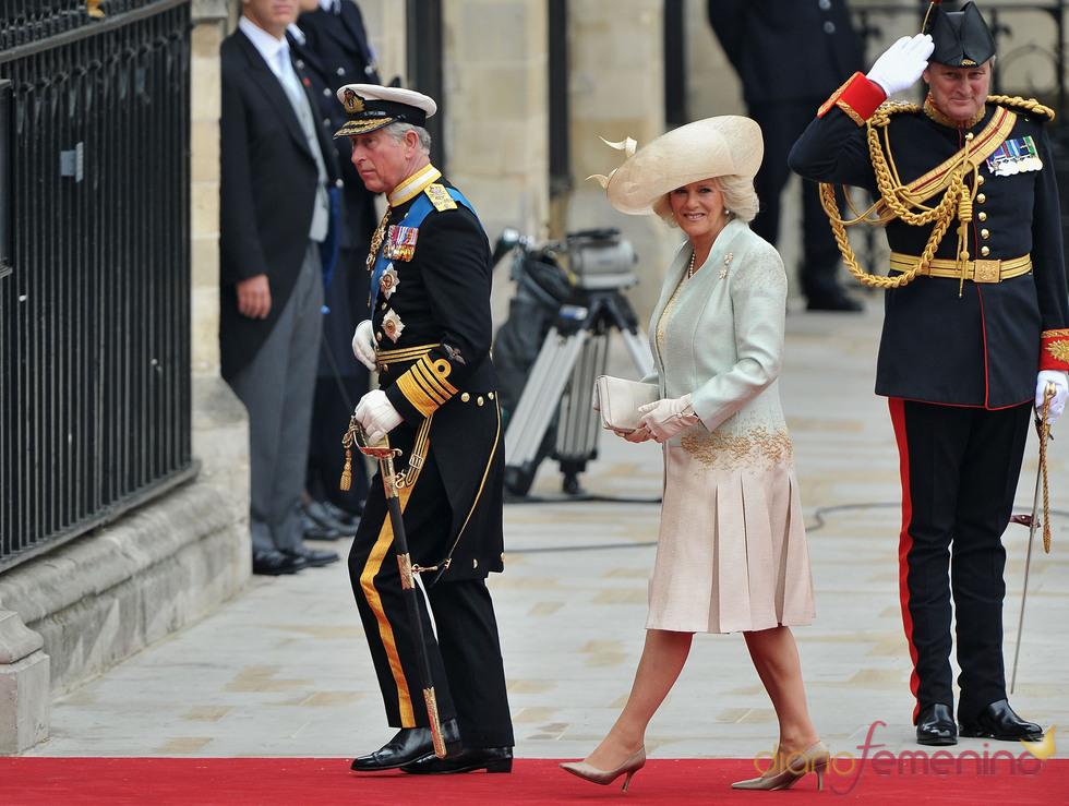 Carlos de Inglaterra y Camilla Parker Bowles en la Boda Real de Inglaterra