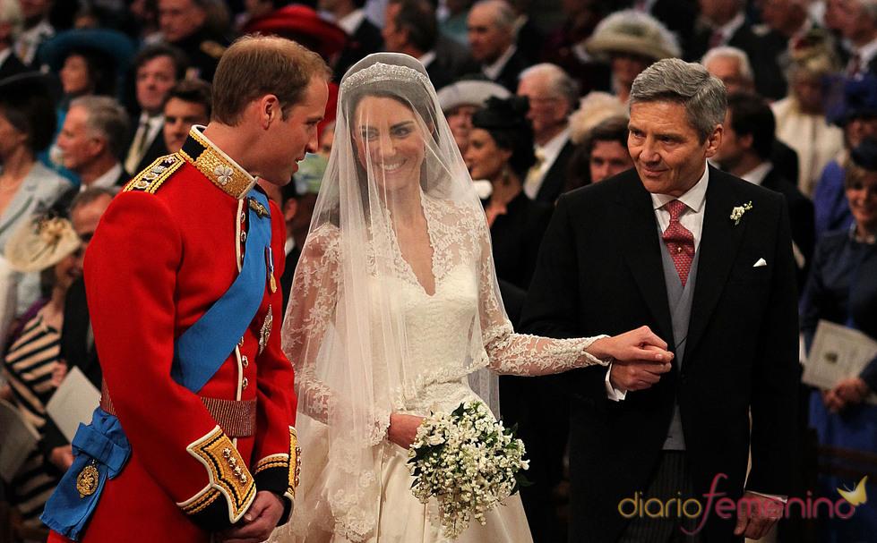 El Príncipe Guillermo y Kate Middleton se encuentran en la Abadía de Westminster