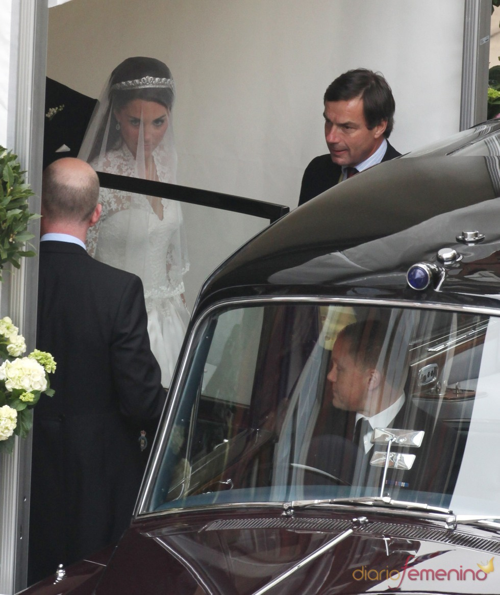 Kate Middleton con cara de circunstancia a la salida del hotel The Goring