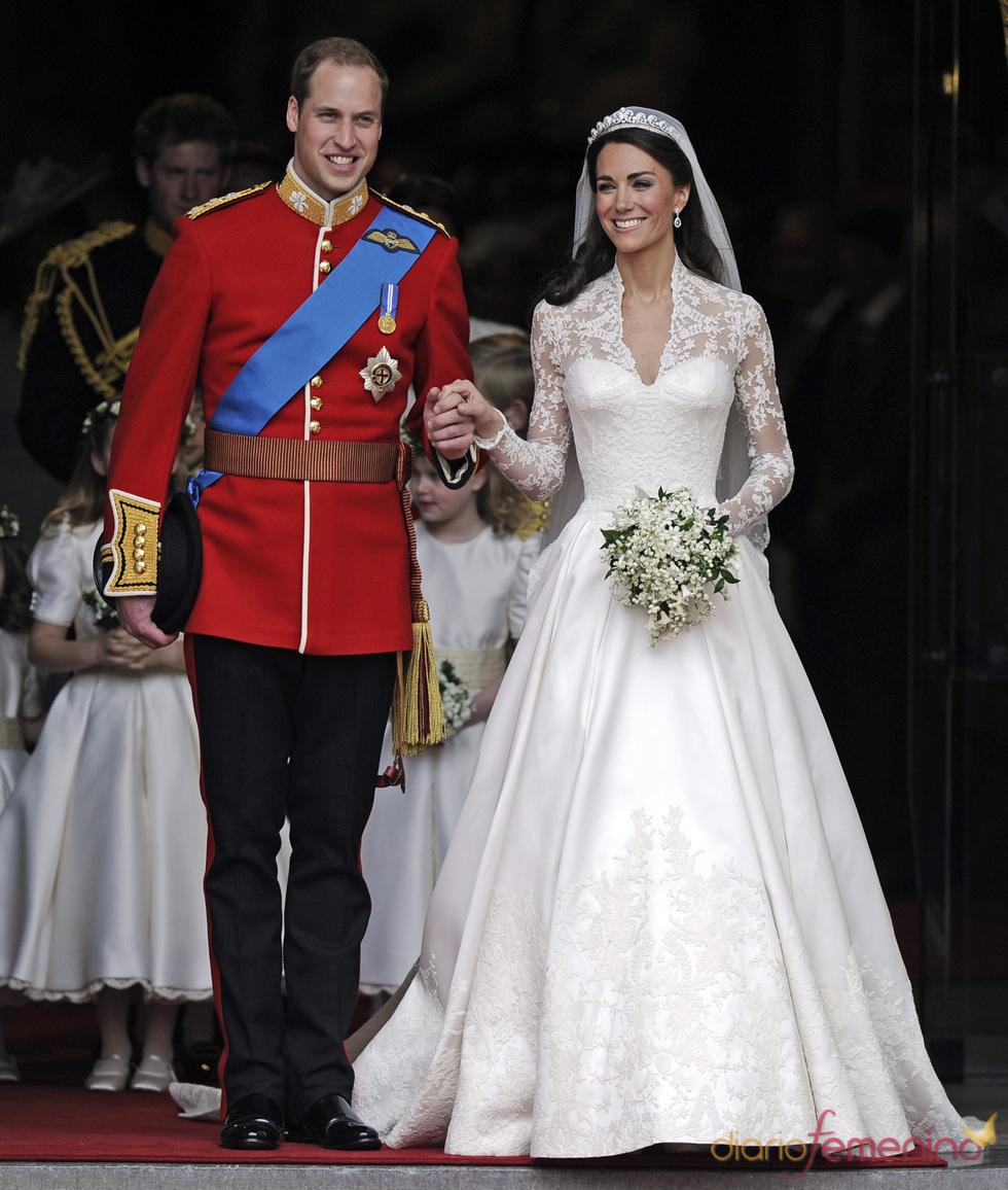 Guillermo de Inglaterra y Kate Middleton salen de la Abadía de Westminster