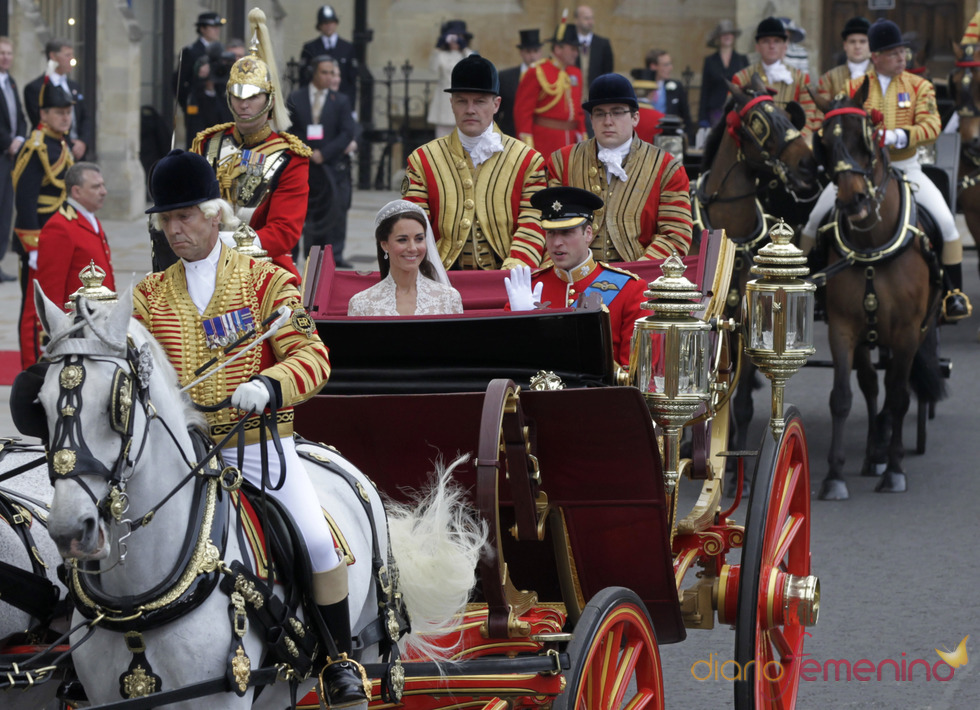 Guillermo de Inglaterra y Kate Middleton pasean en el coche de caballos