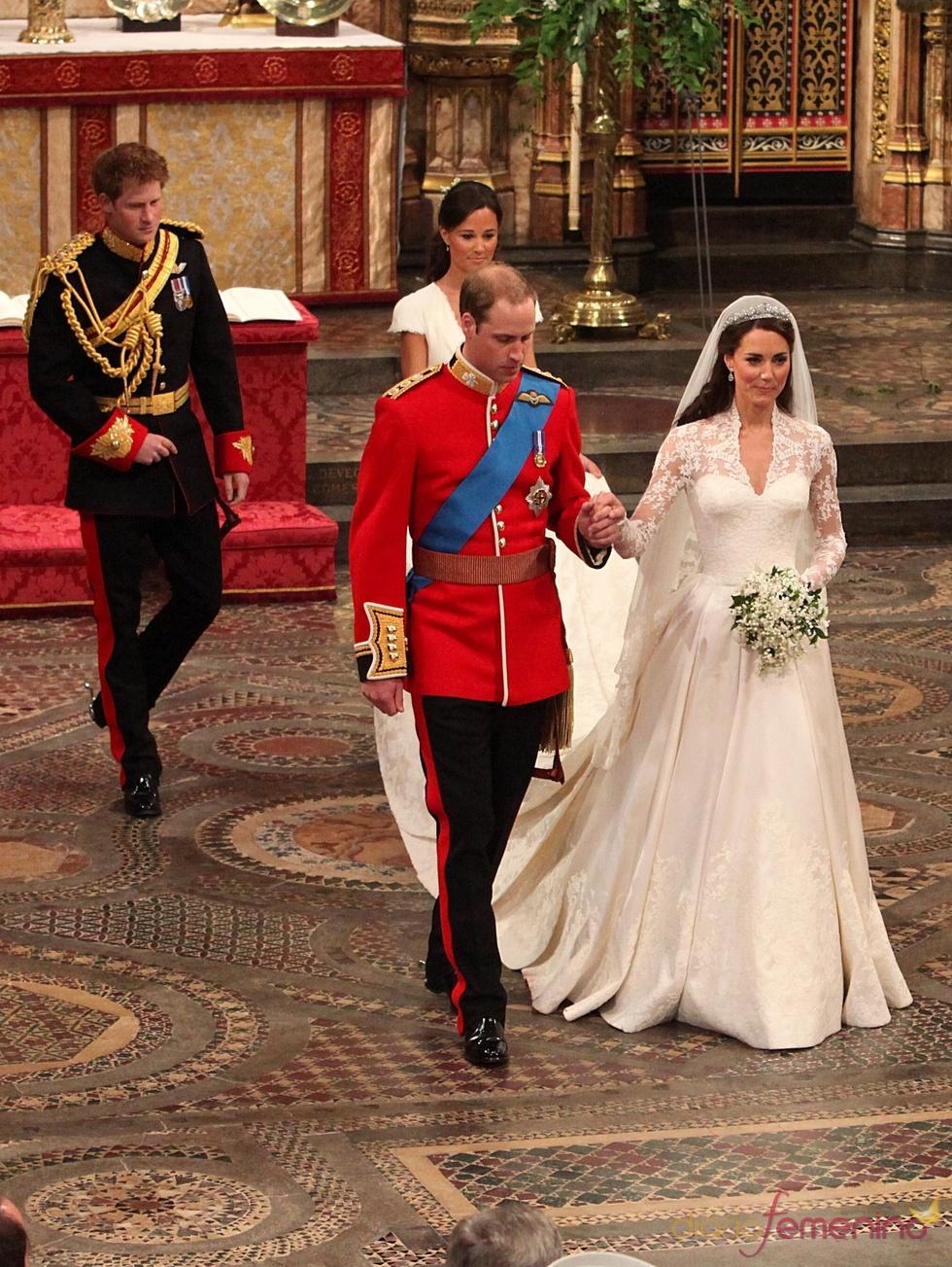 Harry y Pippa tras Guillermo y Kate Middleton salen de la Abadía de Westminster