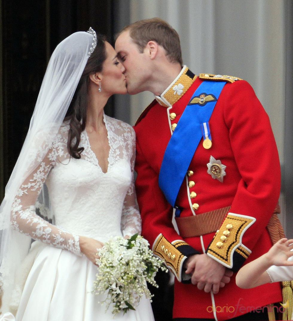 Beso de Guillermo de Inglaterra y Kate Middleton