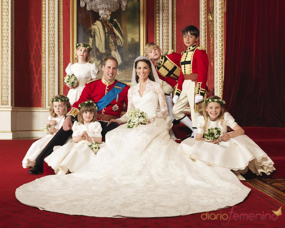 Foto oficial de la Boda Real: Kate Middleton y Guillermo posan con los niños