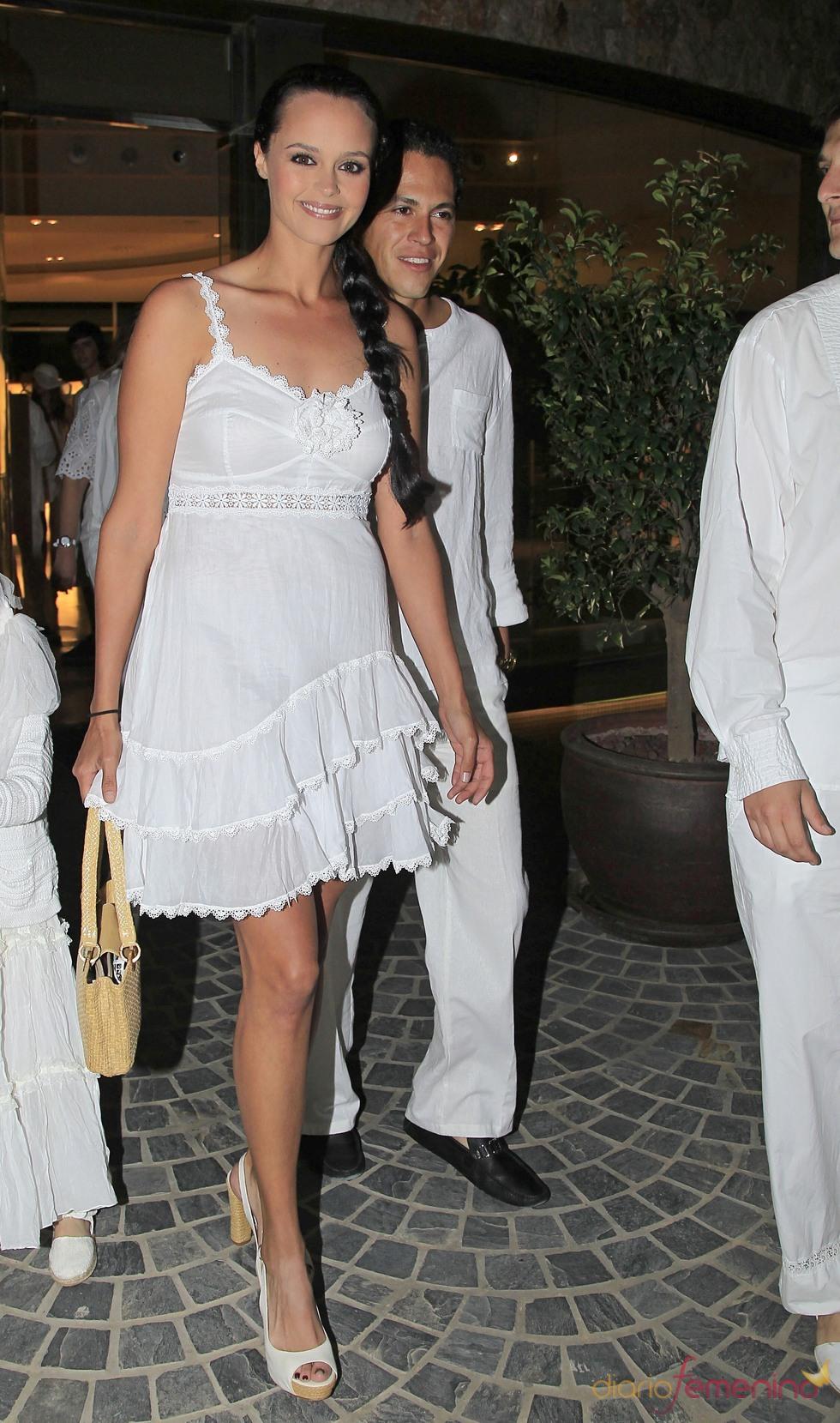 Shaila Dúrcal y su marido Dorio en la fiesta ibicenca ofrecida por su hermana Carmen antes de su boda