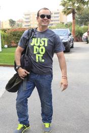 Antonio Morales llega a Ibiza para asistir a la boda de su hermana Carmen